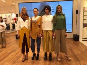 Uniqlo Indonesia menghadirkan Hana Tajima, koleksi modest wear, di beberapa store miliknya. Koleksi hijab ini bisa dipadukan dengan busana lainnya.