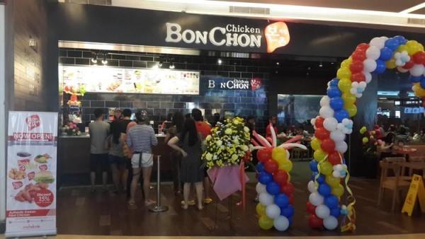 Suasana salah satu outlet BonChon Chicken
