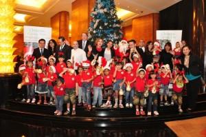 "Christmas Tree Lighting: Hotel InterContinental Jakarta MidPlaza mengadakan ""Christmas Tree Lighting di Lobby Lounge,   Kamis (26/11). Acara tahunan ini telah berlangsung selama 10 tahun ini dengan mengundang 40 anak yatim dari Panti Asuhan Pondok Si Boncel di Jagakarsa, Jakarta Selatan."