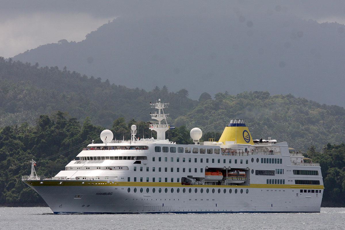 Kapal pesiar  Cruise MS Hamburg