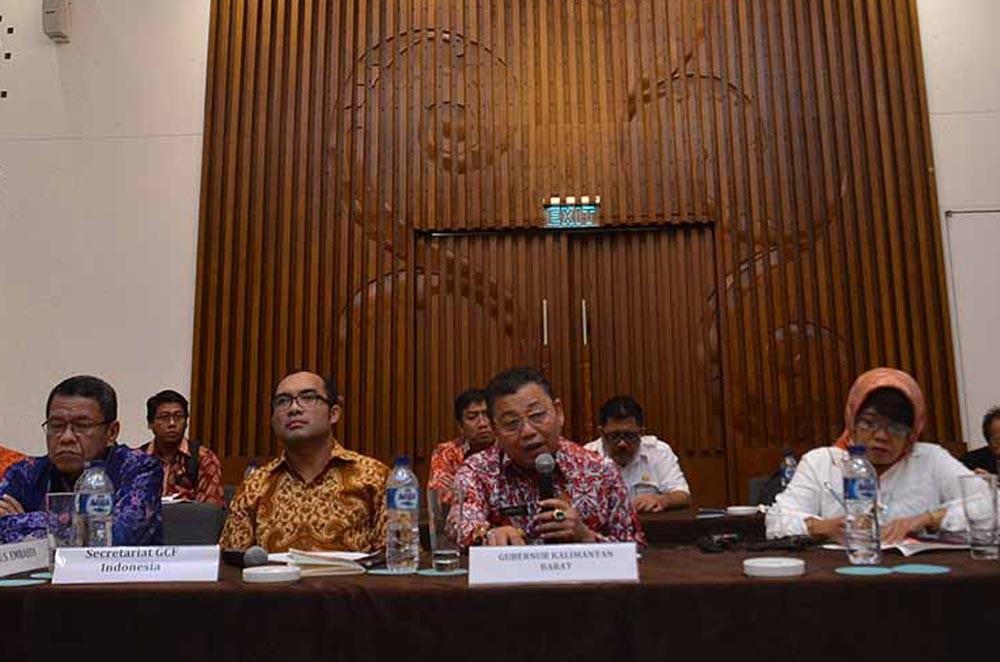 Gubernur Kalimantan Barat Drs. Cornelis, M.H. (tengah), sekaligus Koordinator Gubernur GCF di Indonesia dan beberapa perwakilan kemitraan menghadiri pertemuan Satuan Tugas Gubernur untuk Iklim dan Hutan atau disebut juga Governor's Climate and Forests Task Force (GCF) di Jakarta, Kamis (18/2). (Ist)