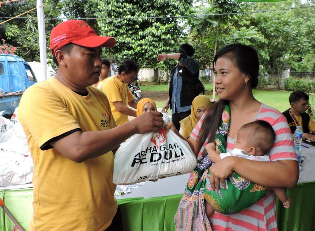 Pasar Murah: Pasar Murah Artha Graha Peduli di Kelurahan Menteng Atas, Jln, Menteng Pulo Raya, Setia Budi, Jakarta Selatan, Rabu (3/2).