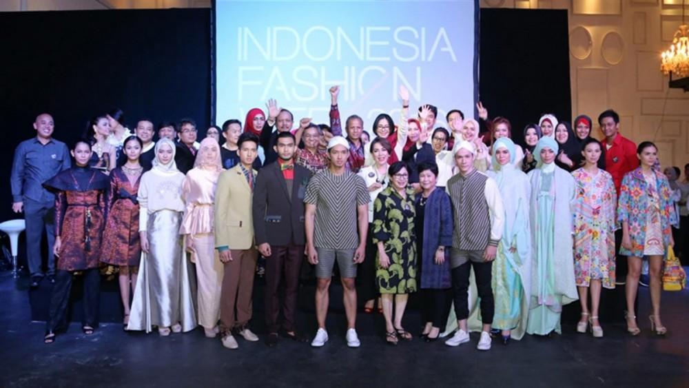 Para pendukung pagelaran IFW 2016 (indonesiafashionweek.id)