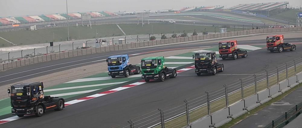 """Seru, """"One Make Race"""" ala truk Tata.  Ist"""