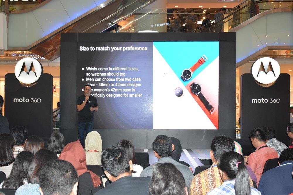 4P Manager MBG Lenovo Indonesia Anvid Erdian memperkenalkan berbagai desain Moto 360 2nd Gen saat peluncuran di Jakarta, Kamis (17/3). (NextID)