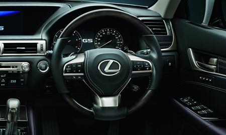 """Sentuhan """"kewibawan"""" untuk sebuah sedan mewah buatan Lexus.  Ist"""