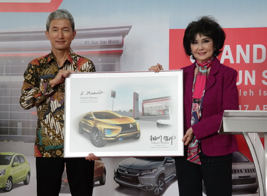 Hisashi Ishimaki, President Director KTB dan dan Imelda Sundoro selaku Presiden Komisaris Sun Star Motor Group.  Ist