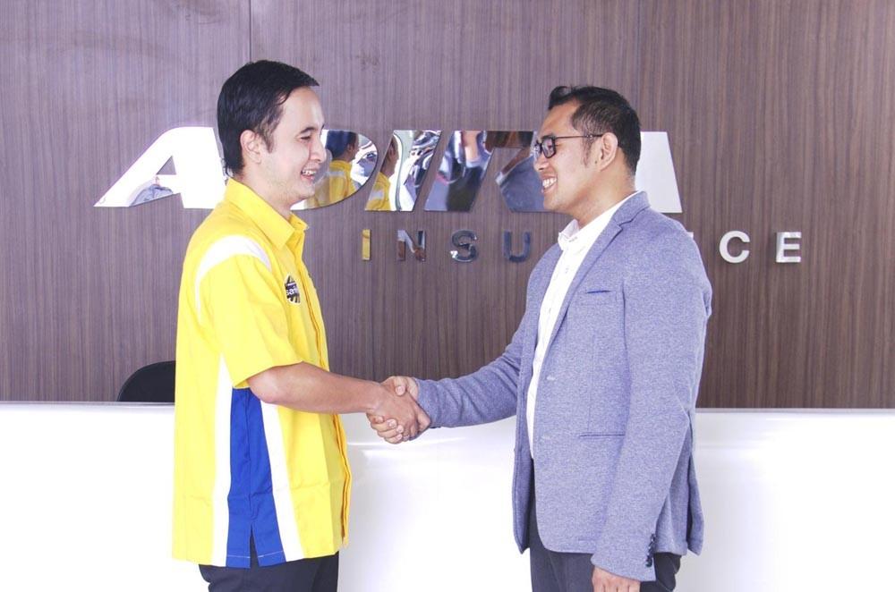 Adira Insurance menjalin kerja sama dengan Hadji Kalla Toyota. (Ist)
