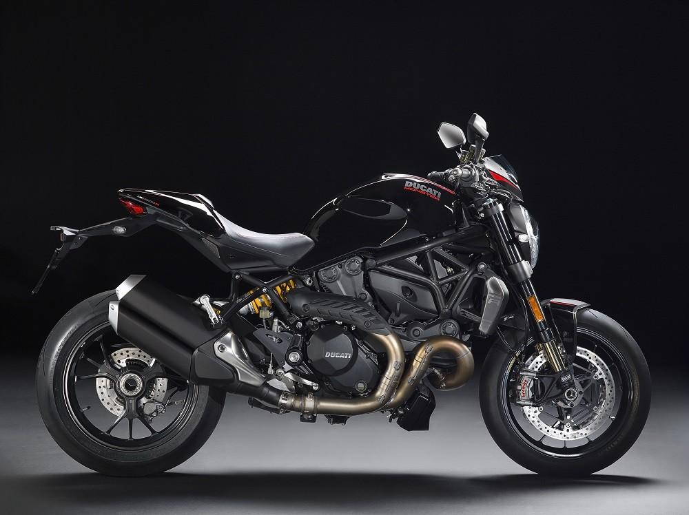 Daya betot booth Ducati diperkuat dengan kehadiran Monster 1200 R.  Ist