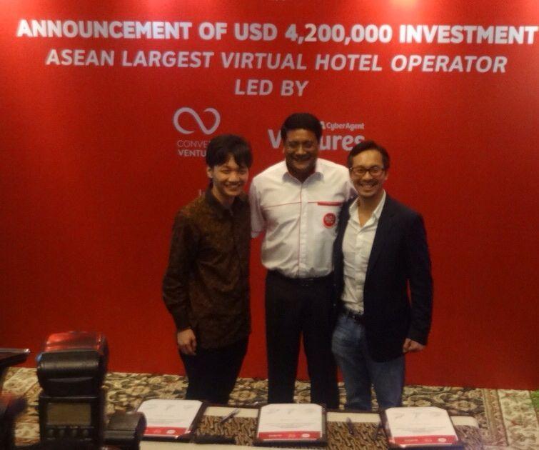 CEO and Co-Founder NIDA Rooms Kaneswaran Avili (tengah), usai meneken kerja sama pendanaan dengan Managing Partner Convergence Ventura Andrian M. Li, dan Direktur CyberAgent Venture Steven Vanada di Jakarta, Rabu (27/4).