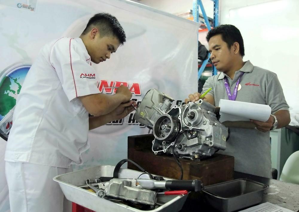 Final kontes keterampilan antar siswa SMK ini memiliki peran yang penting bagi upaya perusahaan menyiapkan tenaga muda terampil di dunia otomotif di masa mendatang.  Ist