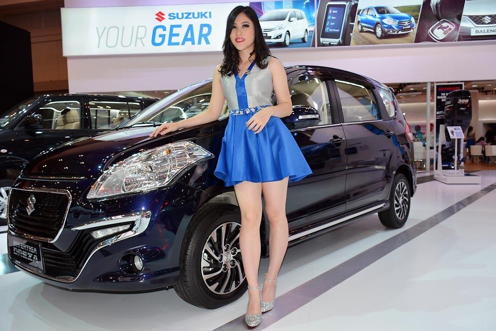 """""""Sandra Dewi"""" dari booth Suzuki. (NextID)"""