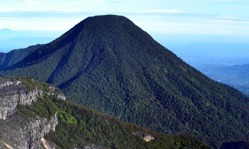 Gunung Gede Pangrango (wisatacibodas.com)
