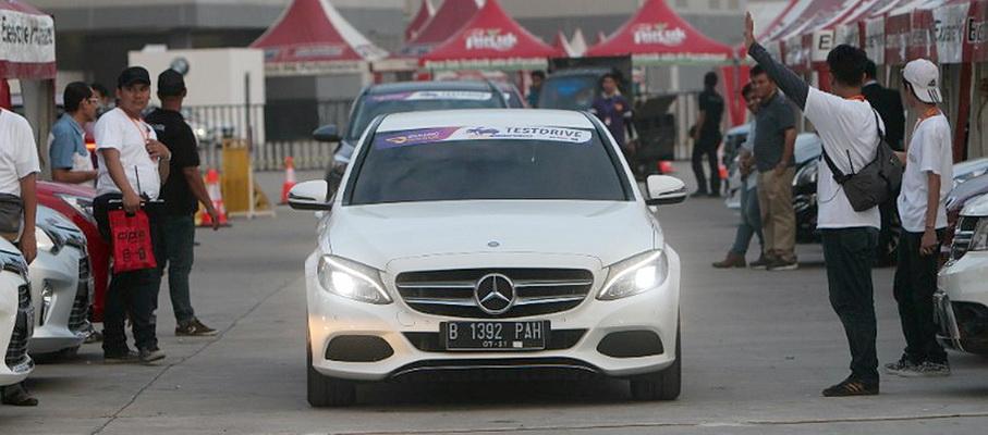 Jajal mobil (test drive) di arena GIIAS 2016 memiliki daya betot tersendiri.  Ist