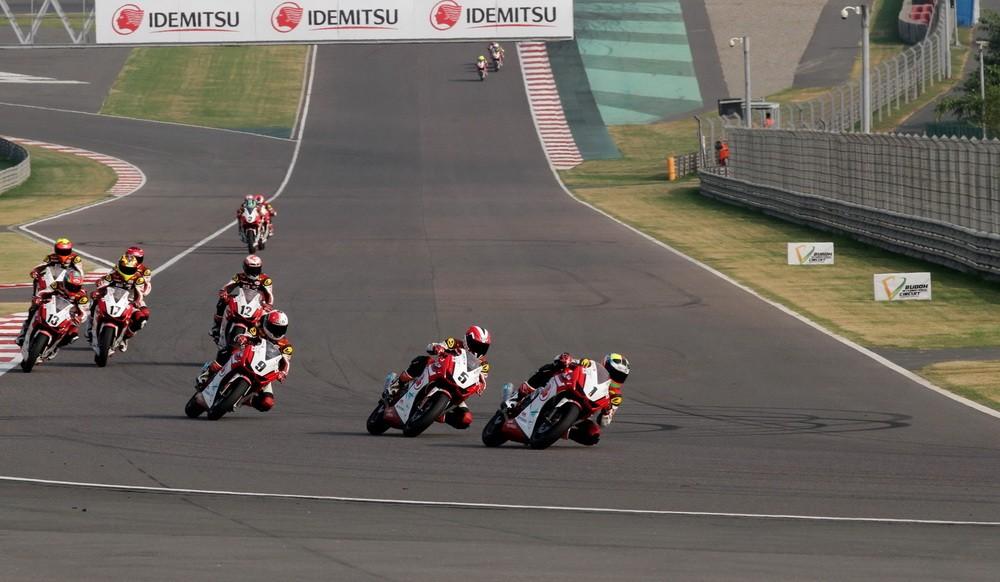 Aksi saling susul di ajang Asia Road Racing Championship (ARRC), India. Ist