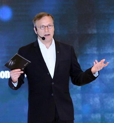 Roelof Lamberts, President & CEO Mercedes-Benz Indonesia.  Ist
