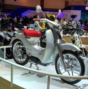 Motor bebek listrik yang disebut Honda dengan kode EV-Cub.  (NextID)
