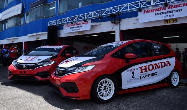 Inilah sosok New Honda Jazz sebagai kendaraan balap tim HRI.  Ist