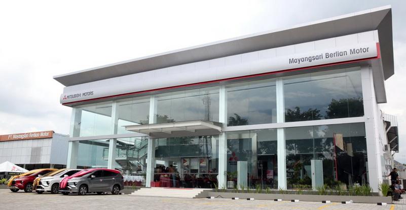 Tampak depan diler terbaru Mitsubishi di Banyuwangi, khusus untuk diler penumpang.  Ist
