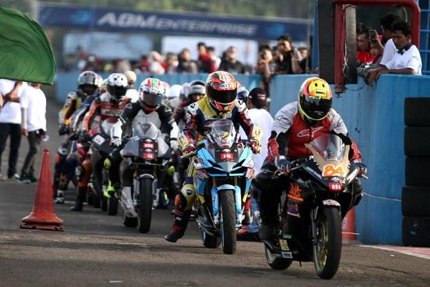 Pada Indonesia CBR Race Day juga dilakukan bikers parade dengan mengelilingi sirkuit Sentul yang dilakukan oleh 600 sepeda motor dari Komunitas CBR, Ikatan Motor Honda Jawa Barat, Asosiasi Honda Jakarta, dan Asosiasi Honda Motor Tangerang.  Ist