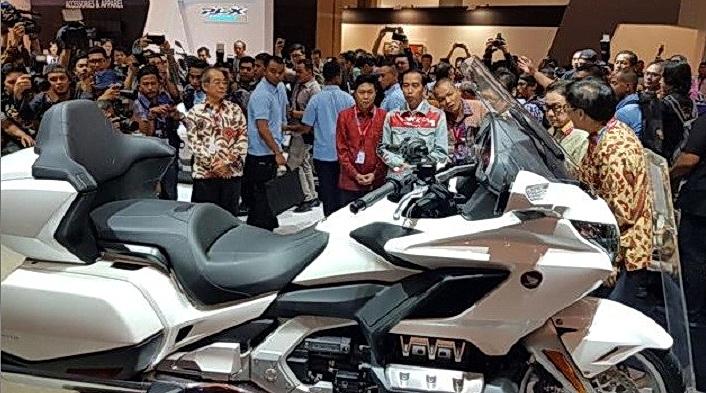 Salah satu magnet di booth ini adalah kehadiran Honda Gold Wing yang dibanderol Rp 1 miliar lebih, dan terjual 17 unit!  Ist