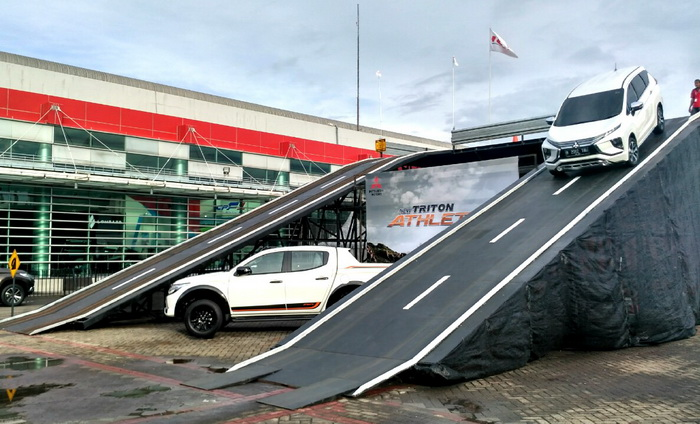 Mitsubishi Motors menyediakan tiga unit mobil yang terdiri dari  Xpander, Pajero Sport dan Triton di arena Mitsubishi Sky Bridge ini.  Ist.