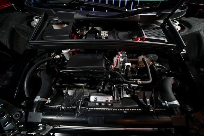 Inilah peranti dalam (mesin) Honda NSX yang mampu menyemburkan tenaga 500 hp pada 6.500 – 7.500 rpm dan torsi maksimal 406 lb-ft pada 2.000 hingga 6.000 rpm.  Ist