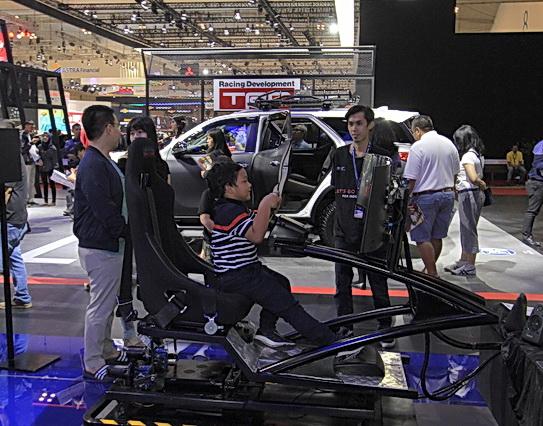 """Booth Toyota seru untuk dikunjungi keluarga. Disiapkan """"permainan"""" menarik untuk keluarga.  Ist"""