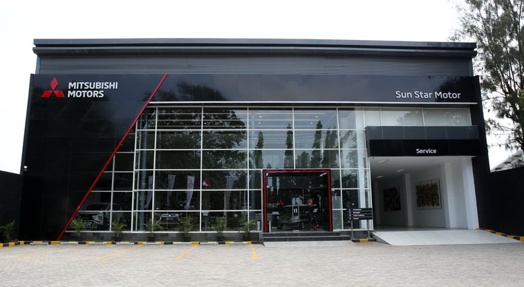 Diler kendaraan penumpang Mitsubishi Sun Star Motor – Probolinggo memiliki fasilitas 3S. Diresmikan oleh Michimasa Kono dan Irwan Kuncoro, Direktur Sales & Marketing MMKSI serta Imelda Sundoro, Presiden Komisaris PT Sun Star Motor Group.  Ist