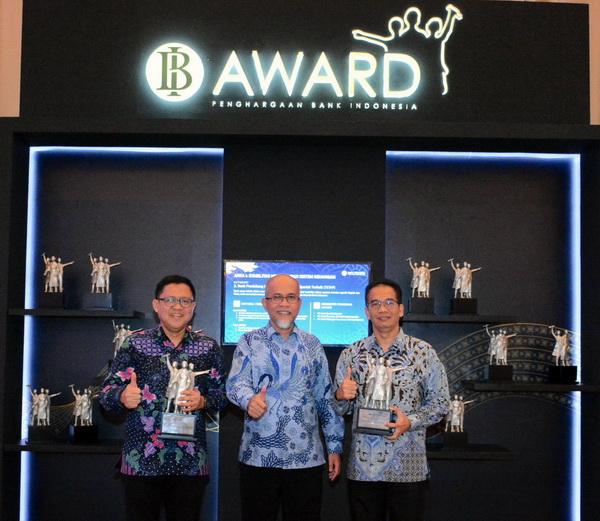 PT Toyota Motor Manufacturing Indonesia (TMMIN) berhasil menjaga konsistensinya menjadi investor sekaligus pengekspor otomotif terbesar di Indonesia dengan kembali meraih penghargaan untuk kategori Pengelolaan Utang Luar Negeri Terbaik dan Responden Statistik Bank Indonesia Terbaik dari Bank Indonesia, Selasa (27/11).  Ist
