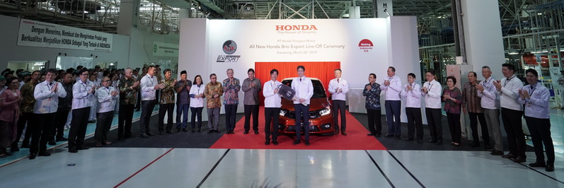 Seusai melepas seremoni All New Honda Brio untuk ekspor, jajaran manajemen Honda dan Menteri Perindustrian berfoto bersama.  Ist
