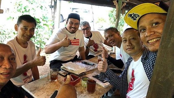 Suasana yang akrab dan guyup antar Komunitas Otomoti Indonesia jelang deklarasi.  Foto: Garuda