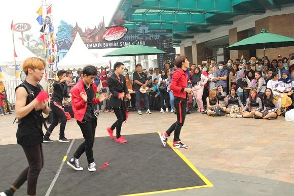 Dimeriahkan K-Pop Dance yang dikuti antusias oleh peserta.  ist