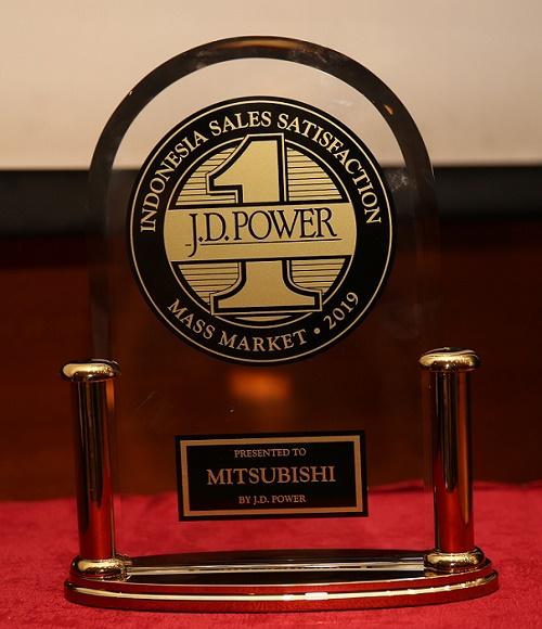 Trofi SSI JD Power 2019 untuk MMKSI.  Ist