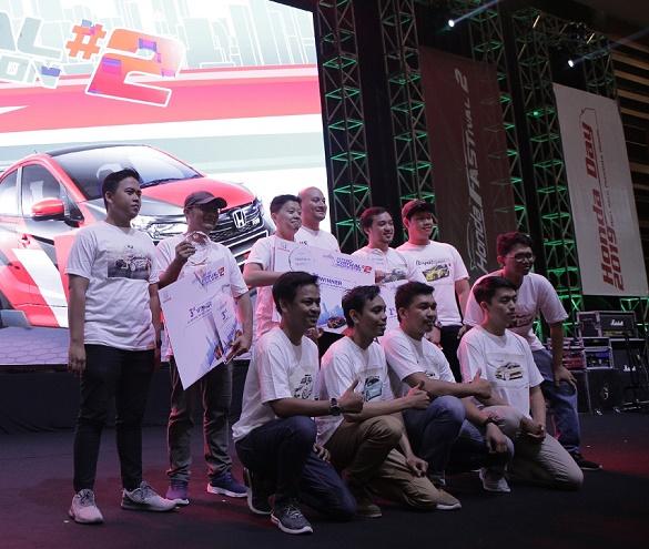 Para pemenang Honda Brio Virtual Modification.  Ist