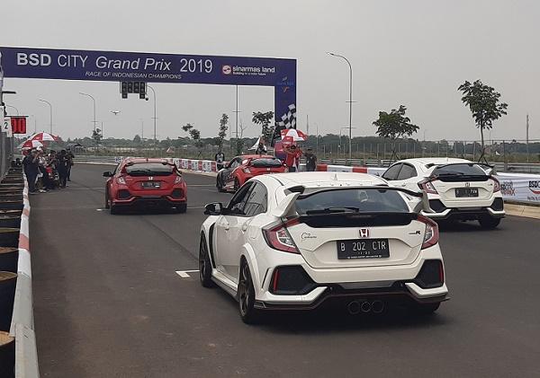 Sepuluh unit  Honda Civic sType R  Sebelum melakukan victory lap di BSD Grand Prix., Ist