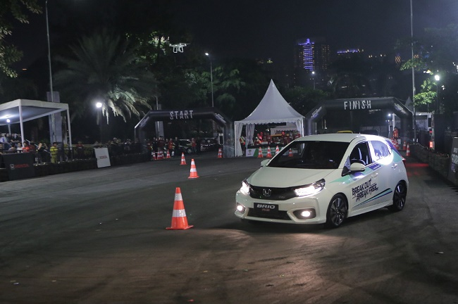 Honda juga menggelar 4 kategori spesial lainnya, meliputi Stylish Finish khusus untuk peserta yang mampu finish dengan parkir memutar dan keempat ban masuk tanpa mengenai cone,  Ist