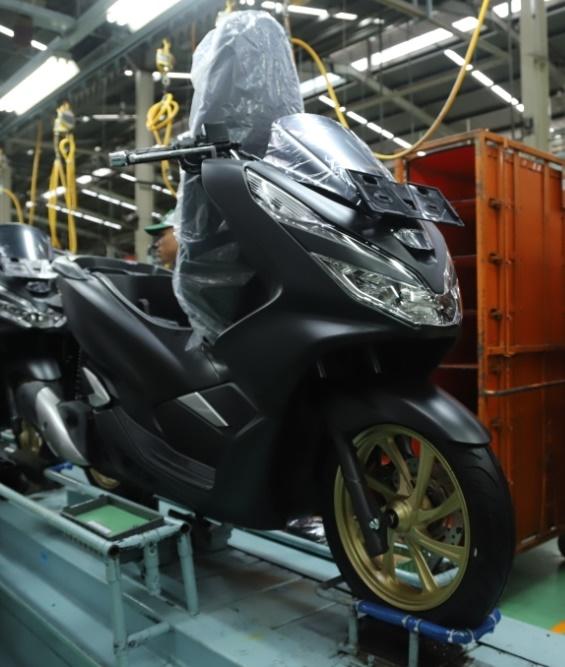Proses perakitan Honda PCX dengan tampilan terbaru yang dilakukan di Plant Sunter, Jakarta Utara.  Ist
