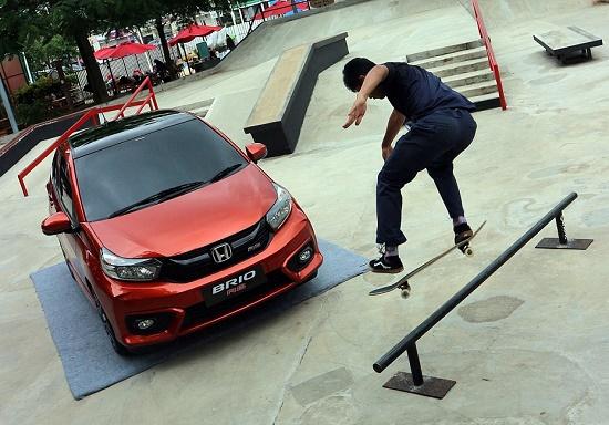 Mobil anak muda Honda Brio RS.  (Budityas)