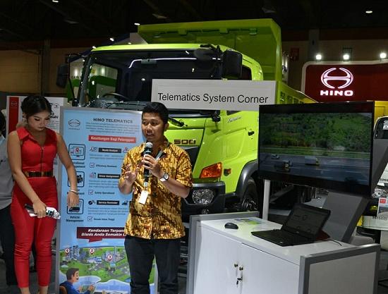 Telematic Corner di booth Hino untuk informasi mengenai Hino Connect.  Ist