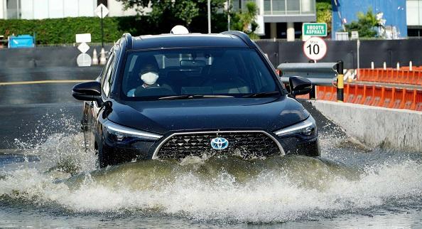 Sebagai SUV High Compact, mobil inipun mampu menembus genangan air.  Ist